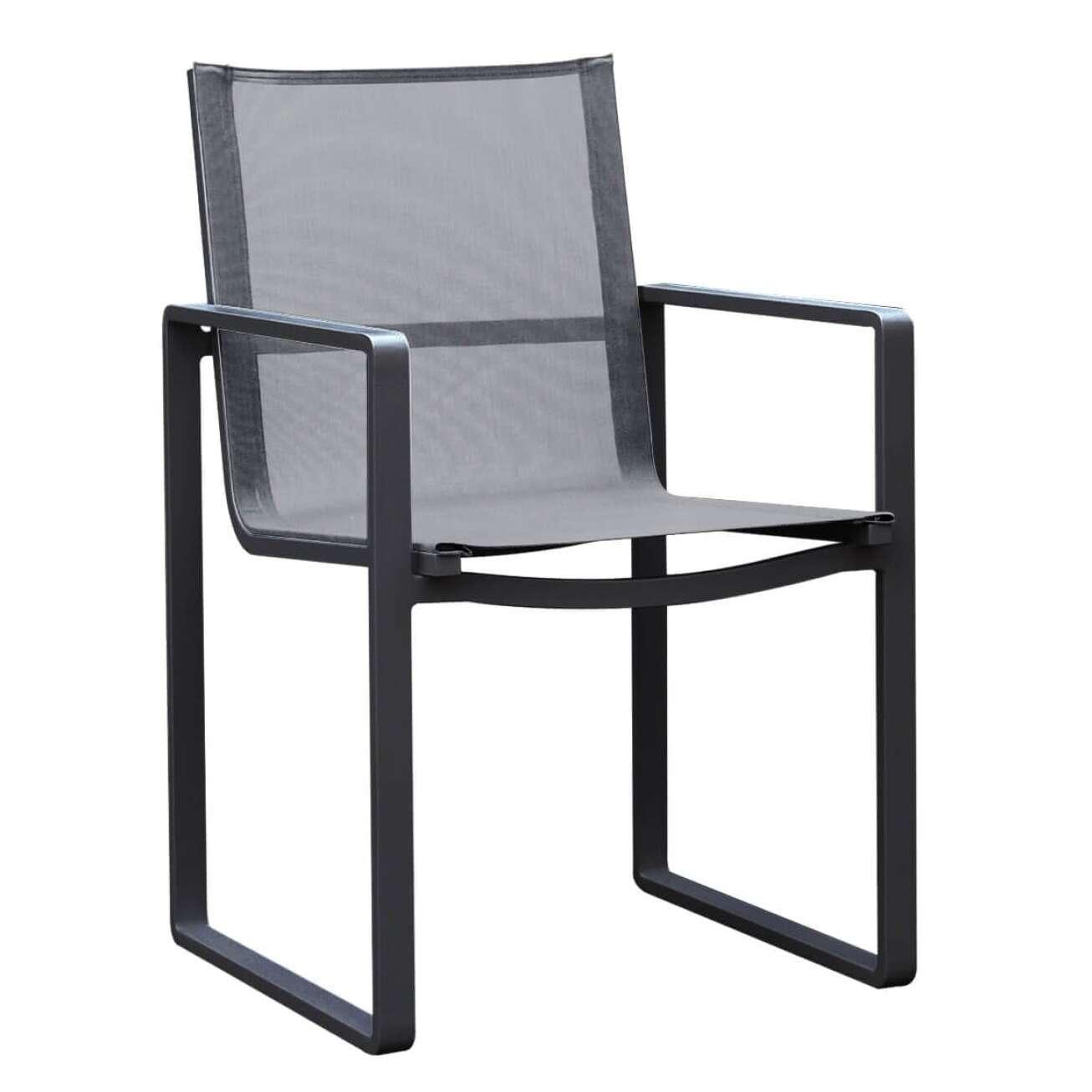 Sort stol med armlene, i aluminium med grå tekstil