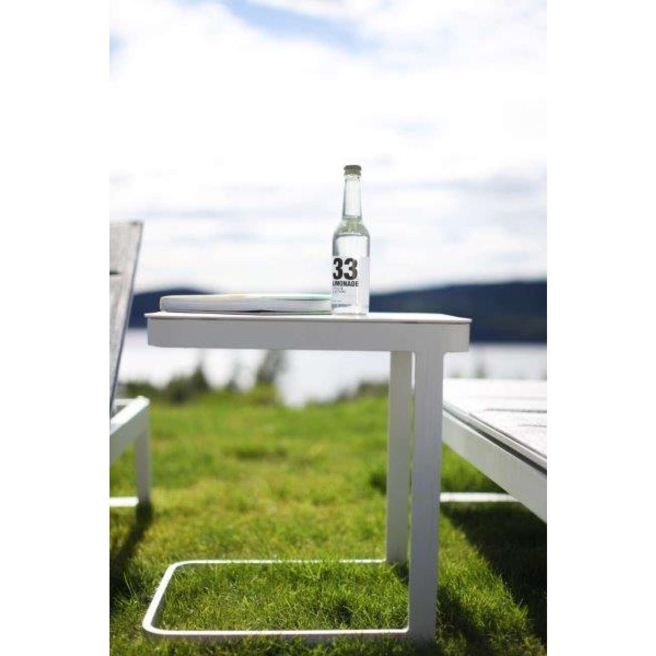 100536hvit-bord-til-solseng-hagemøbler-fine-design-utemøbler Hagemøbler og utemøbler - Fine design