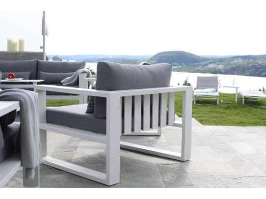 Gardenart stol i hvit aluminium med grå dekorasjonsputer