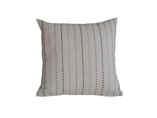 Flekket pute med svarte, hvite og grå striper
