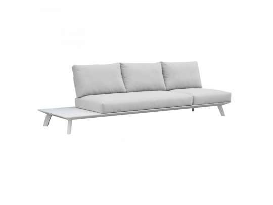 Gardebart treseters sofa i hvit uten armlene med sidebord