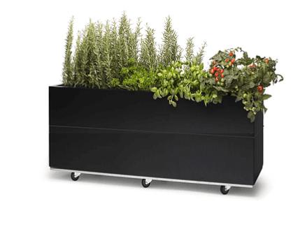 Hagemøbler og utemøbler fra Fine Design. En plantekasse i sort fra BEDD.