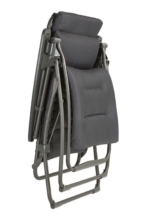 Recleiner stol som er sammenleggbar i sort fra Lafuma i lukket posisjon