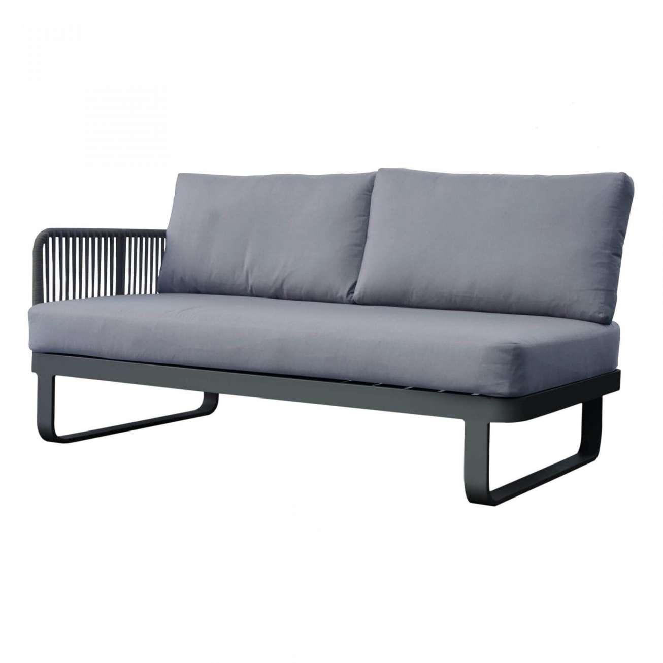 Gardenart sofa toseter med tau arlmene på venstre side