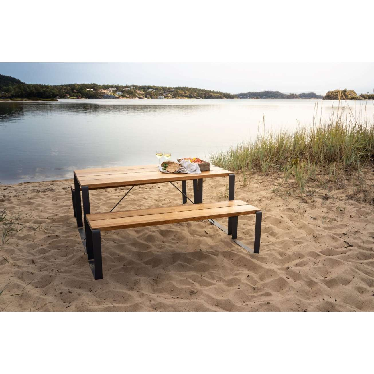 Sundays Core Spisebord Sett Komplett Med To Benker Og Et Bord