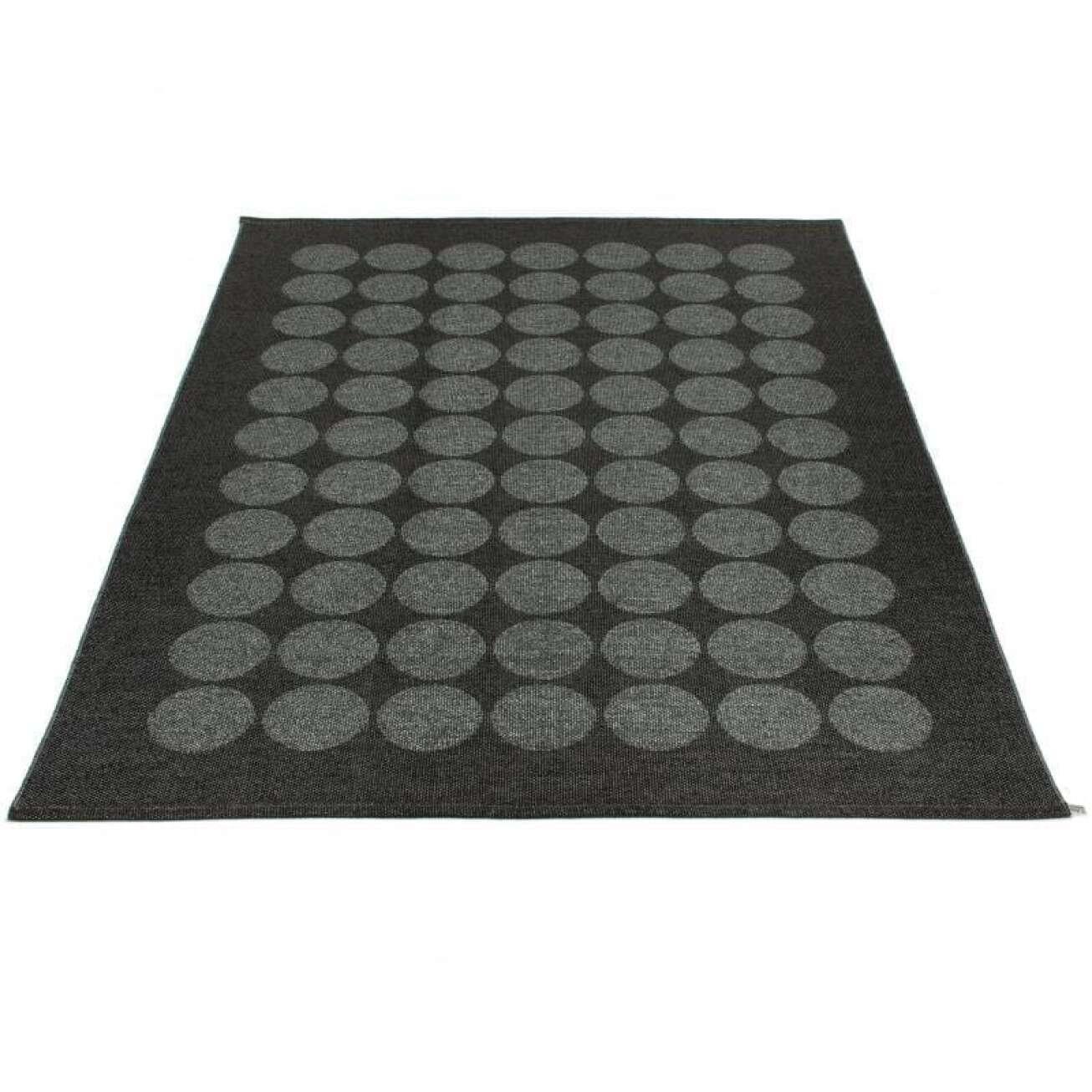 Pappelina Teppe Hugo Black Metallic/black 260 Cm (hux1826) Hagemøbler og utemøbler - Fine design