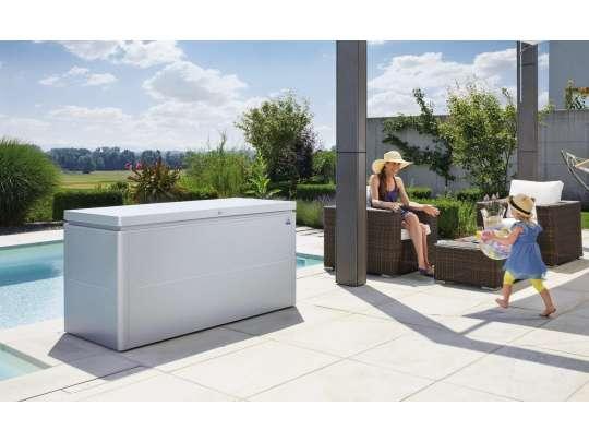 Biohort loungebox putekasse i sølv farge i uterommet
