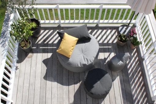 Trimm Copenhagen hagemøbler på terrasse - Tiny moon Medium Puff