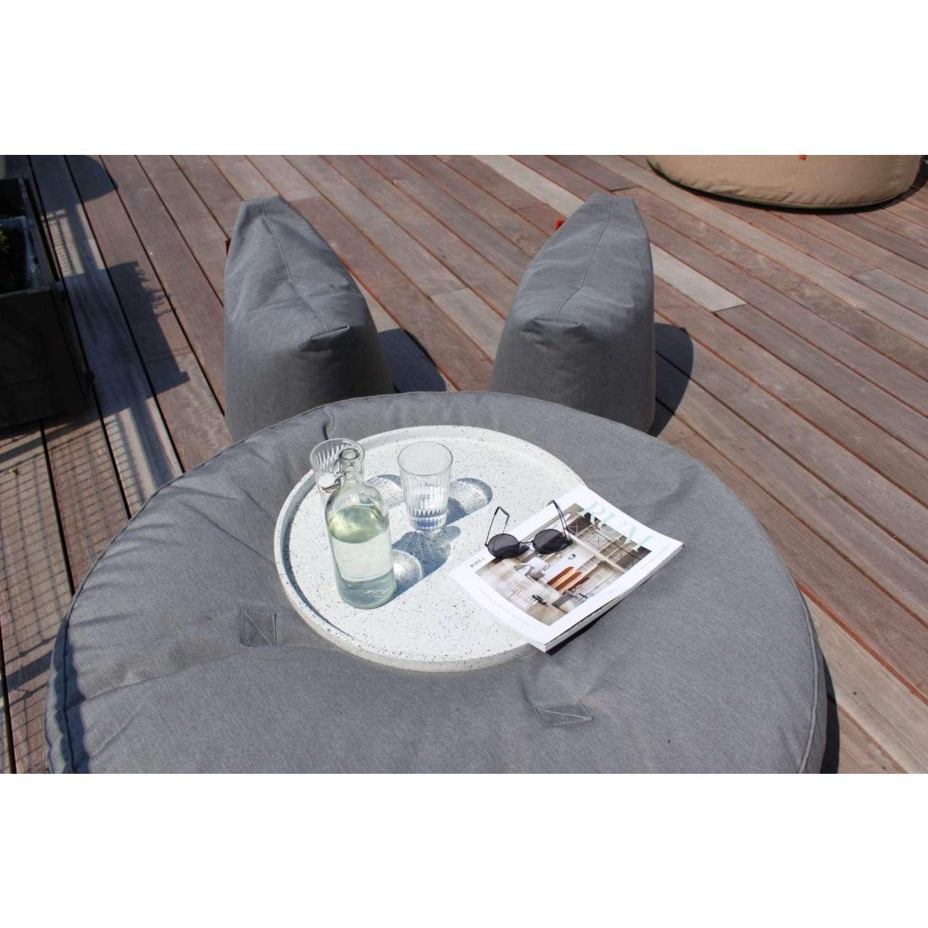 TRIMM Copenhagen satellite chairs i sollys på terrasse
