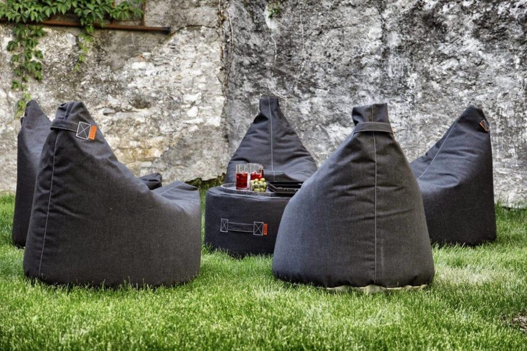 Trimm Copenhagen satellite chairs - hagestoler i mørkgrå på uteplass