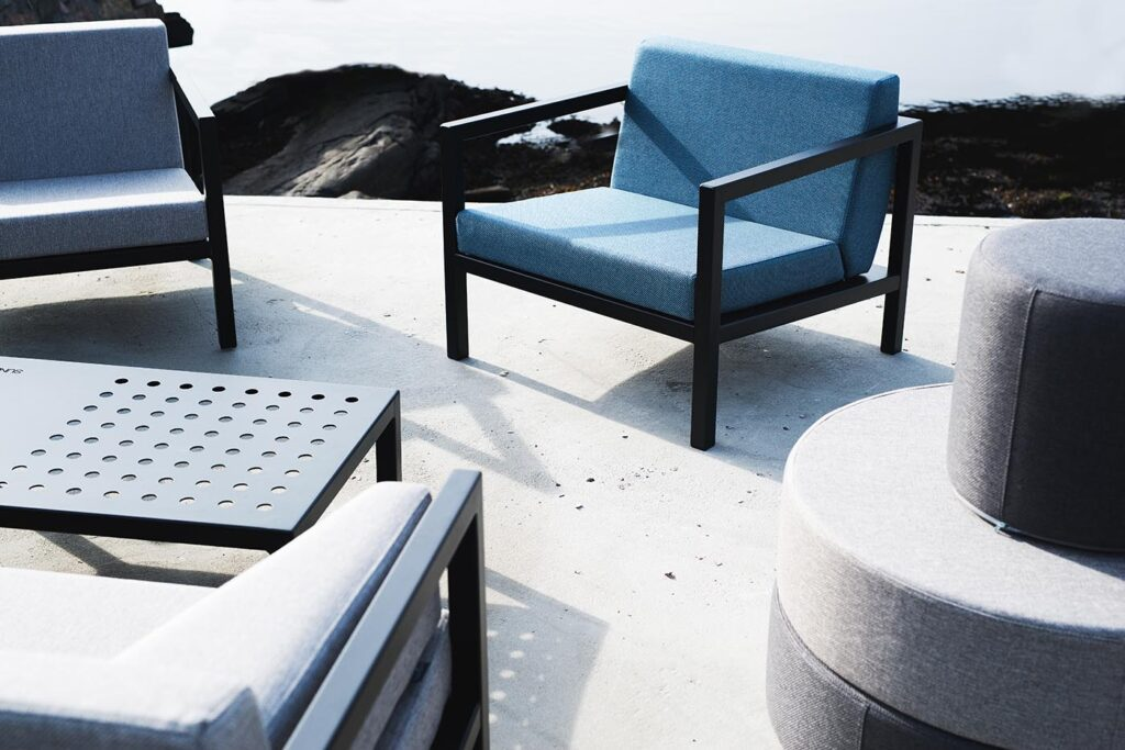 Framestol-i-blått-med-bord-1 Hagemøbler og utemøbler - Fine design