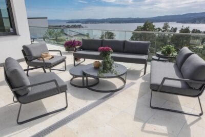 Uteplass-med-utsikt-og-gardenartmøbler-copy Hagemøbler og utemøbler - Fine design