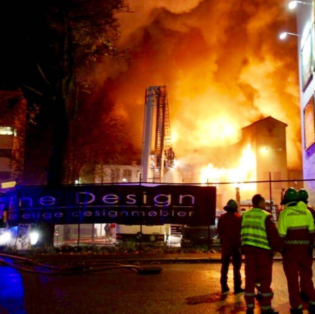 Brann-hos-fine-design-i-2010 Hagemøbler og utemøbler - Fine design
