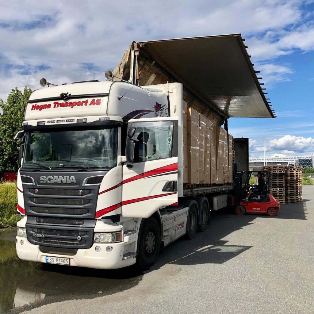 Hegna-transport-hjelper-til-så-flyttingen-går-litt-fortere Hagemøbler og utemøbler - Fine design