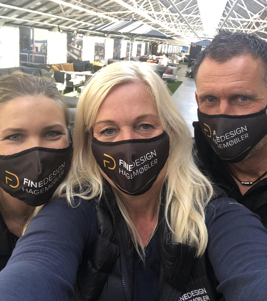 Fine Design Hagemøblers crew - corona style - med maske
