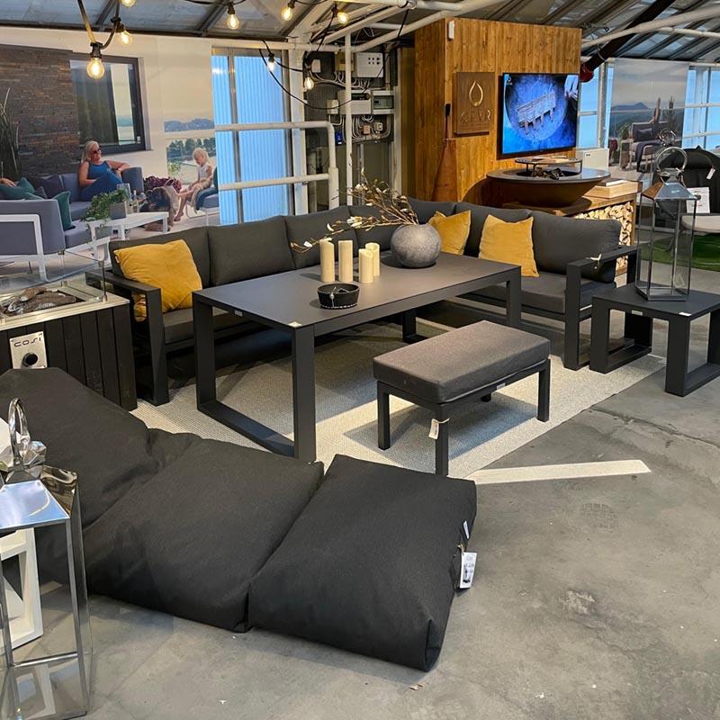 Sekkestoler i svart og sorte aluminiumsmøbler fra Gardenart