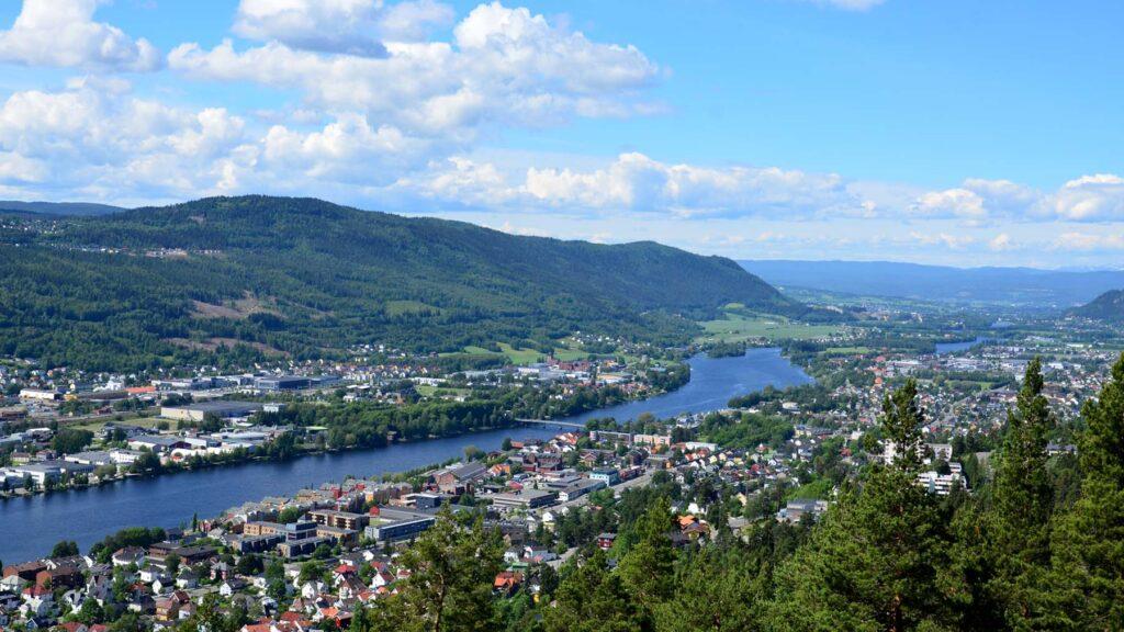 Utsikt over Drammen og drammenselva oppover mot Mjøndalen