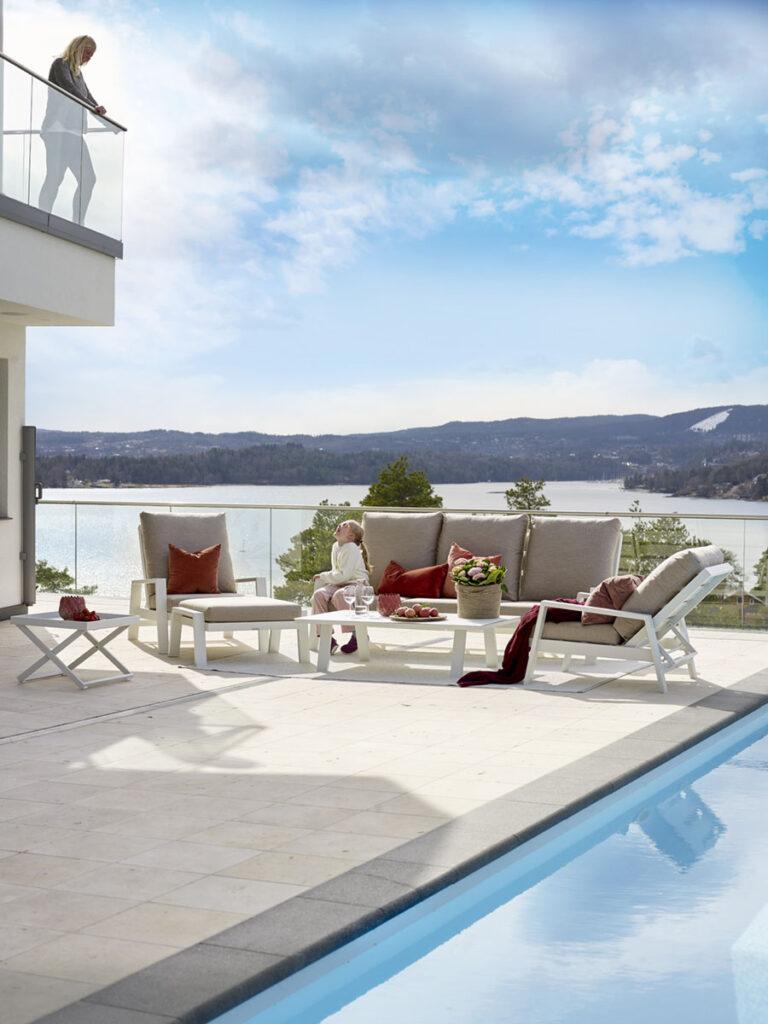 Fantastisk-terrasse-med-hagemobler-fra-Fine-Design